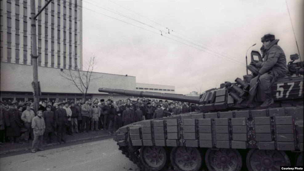 Fourteen people lost their lives when Soviet forces cracked down on Lithuania's pro-independence movement in 1991 (file photo).