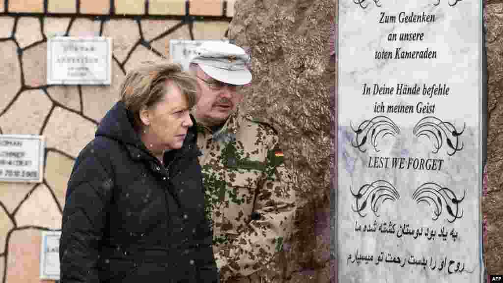 Канцлер ФРГ Ангела Меркель посетила Афганистан после инцидента.