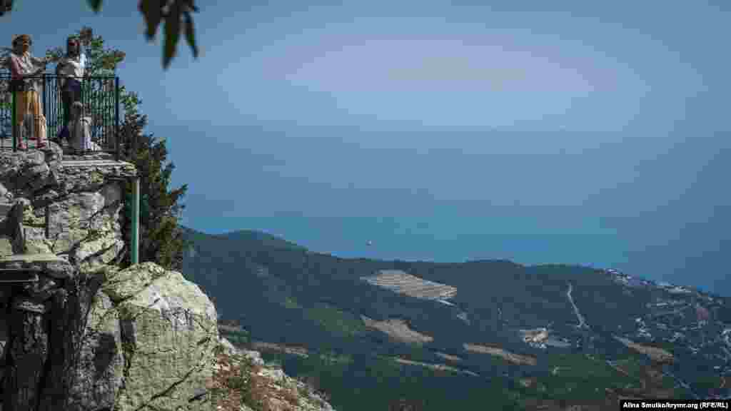 Вид з вершини Ай-Петрі