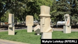 Скульптурні образи видатних українських митців встановили у Краматорську