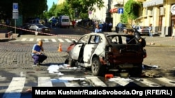 Investigators inspect the site of a car-bomb attack that killed journalist Pavel Sheremet in central Kyiv in July 2016.