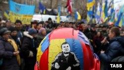 Протестующие у здания Генеральной прокуратуры Украины