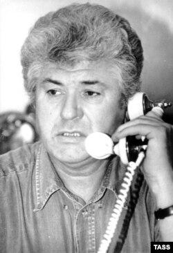 Partidul Comuniștilor, condus de Vladimir Voronin câștigă detașat alegeri generae din 1998.