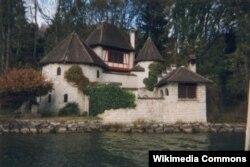 Carl Jung-un in Bollingendə öz əli ilə tikdiyi evi.