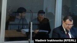 Заседание суда по делу россиян Александра Александрова и Евгения Ерофеева. Справа - адвокат Юрий Грабовский