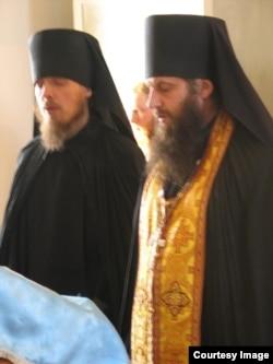 Чтение акафиста вместе с наместником монастыря