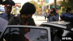 Kazakh police detaining the protesters on September 30.