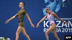 Российские мастера синхронного плавания Александр Мальцев и Дарина Валитова