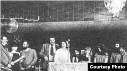 "Первая годовщина газеты «Новый американец», Нью-Йорк, 14 февраля 1981 года. <a href=""http://dovlatov.newmail.ru/new-york_11.html"" target=""_blank"">Фото Нины Аловерт</a>"
