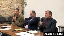 Сулдан: Шевченко, Идалов һәм Пономарёв, Сахаров үзәгендәге түгәрәк өстәл