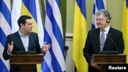 Прем'єр-міністр Греції Алексіс Ципрас і президент України Петро Порошенко, 9 лютого 2017 року