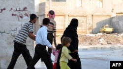 Alepo: Pobunjenik i porodica koja beži od pucnjave, 31. jul 2012.