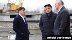 Новый мэр Владикавказа Тамерлан Фарниев (слева)