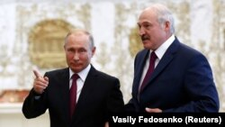 Belarusian President Alyaksandr Lukashenka (right) meets with Russian President Putin in Minsk on June 19