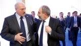 Казахстан --Президент Беларуси Александр Лукашенко (слева) и и. о. премьер-министра Армении Никол Пашинян в Астане на саммите ОДКБ, 8 ноября 2018 г.