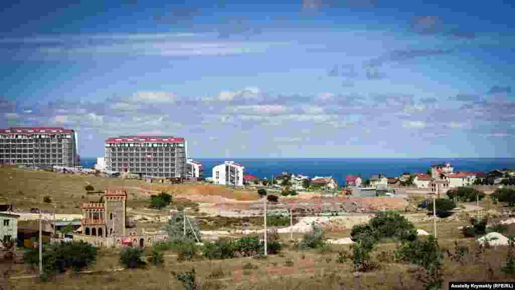 «Царське село» поступово підбирається до самого берега