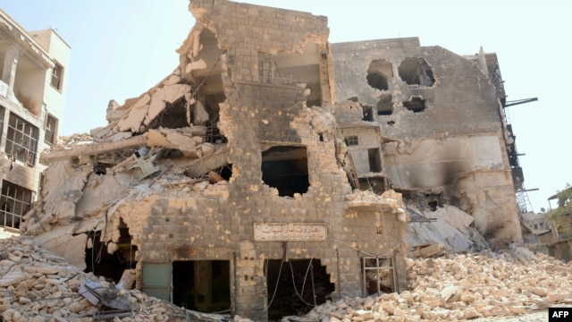 Many buildings have been reduced to rubble following heavy fighting between Syrian government troops and rebel forces in Aleppo.