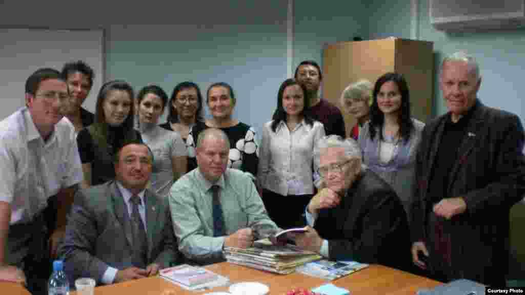 Америка журналистикасы буенча семинар. 2009 ел