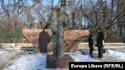 Monumentul din Chişinău în memoria victimelor Holocaustului