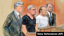 Лев Парнас и Игорь Фруман (второй и третий слева) в американском суде, 10 октября 2019 года