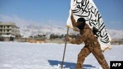 Водворение флага повстанческой сирийской группировки «Джейш аль-Ислам».
