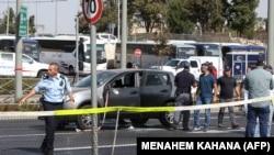 Израелската полиција врши увид на место на напад во октомври, минатата година.