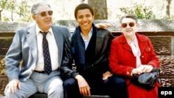 Барак Обама таятасы жана таенеси менен