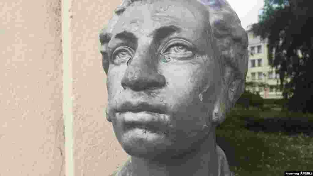 Поэт побывал в Керчи 15 августа 1820 года. На пушечном бриге «Мингрелия» он и его друзья Раевские приплыли в Крым с Кавказского побережья