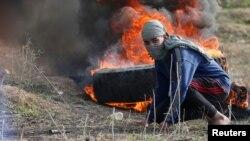 Палестинец в восточной части города Газа, во время столкновений с израильтянами, 15 декабря 2017
