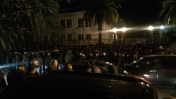 Абхазия: митинг перед отставкой президента