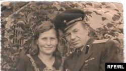 Владимир Адамович Ярошонок, начальник одного из лагерей системы ГУЛАГ, с женой Полиной Николаевной.