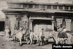Марсден и ее спутники перед отправлением в Вилюйск