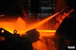 Производство горячего проката в цехе Новолипецкого металлургического комбината