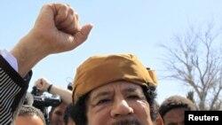 Муаммар Каддафи выступает перед своими сторонниками в Триполи 2 марта