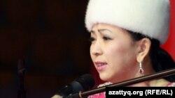 Айнұр Тұрсынбаева, айтыскер ақын. Алматы, 11 ақпан 2012 жыл.