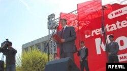 Iurie Muntean ținând un discurs de 1 mai 2010