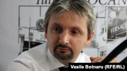 Doru Petruți în studioul Europei Libere