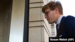 Avokati, Alex van der Zwaan, teksa ka arritur në gjykatën në Uashington