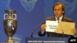 Вскрытый президентом УЕФА Мишелем Платини в Кардифе конверт с названиями стран-победительниц тендера - большая победа. Но лишь промежуточная...