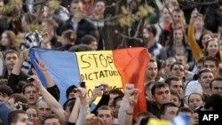 Protest în Piaţa Marii Adunări Naţionale