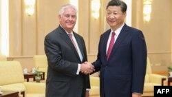 Встреча председателя КНР Си Цзинпина (п) и госсекретаря США Рекса Тиллерсона, Пекин, 30 сентября 2017 год