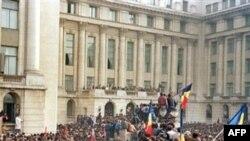 Antikomunističke demonstracije ispred Centralnog komiteta Komunističke partije u Bukureštu, 21. decembar 1989.