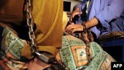 Затворени пакистански ученици во Карачи