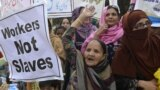Pakistanly zenan aktiwistler protest geçirýär.