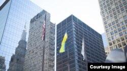 Український прапор у центрі Чикаго, фото медіапорталу української діаспори VIDIA