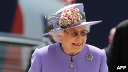 Королева Елизавета II на скачках Epsom Derby, 2 июня 2018 года