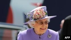 Королева Великобритании Елизавета II на скачках Epsom Derby. 2 июня 2018 года.