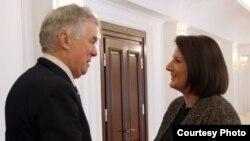 Presidentja Atifete Jahjaga pret ndërmjetësin e BE-së, Robert Kuper