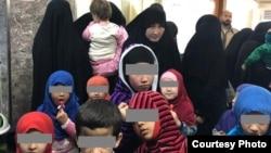 Таджикские женщины с детьми в Ираке.