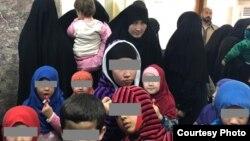 Таджикские женщины и их дети в Ираке